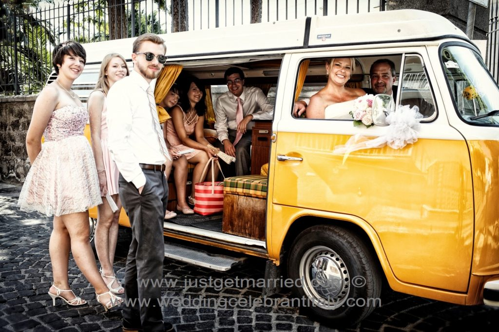 hire wedding car in sorrento, minivan for guests, vintage cars marriage