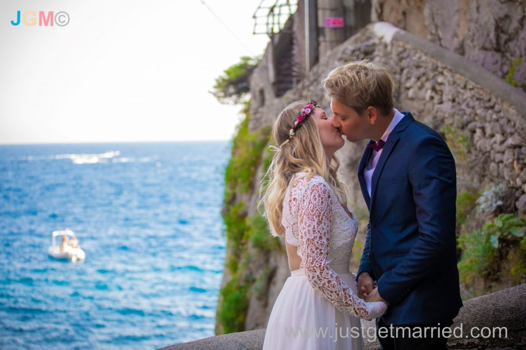 eloping positano celebrant getting married in italy